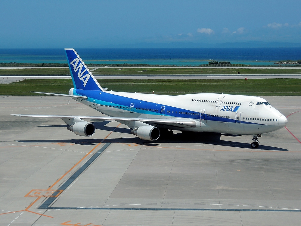 Boeing 747-400D at Naha 1a 1000px