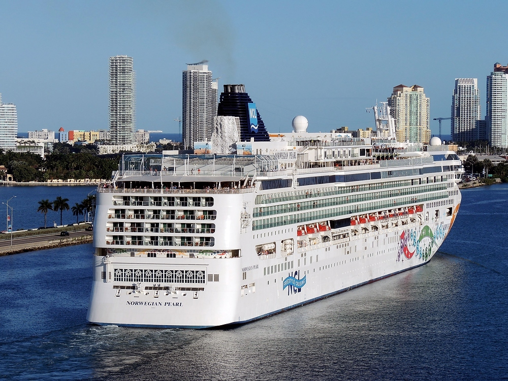 Norwegian Pearl at PortMiami 1a 1000px